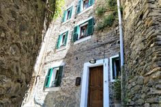 Living like a queen at Liguria Holiday Homes in Pigna, Italy - frugal first class travel http://frugalfirstclasstravel.com/2017/04/27/living-like-a-queen-at-liguria-holiday-homes-in-pigna-italy