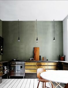Modern Kitchen Design : slate-green wall color with brass cabinets kitchen Kitchen Inspirations, Kitchen Space, Green Wall Color, House Interior, Kitchen Interior, Kitchen Trends, Green Kitchen, Kitchen Remodel, Kitchen Projects