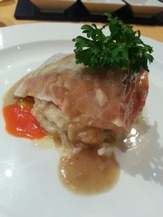 Salmon con risoto Meat, Chicken, Food, Risotto, Meals, Essen, Yemek, Eten, Cubs