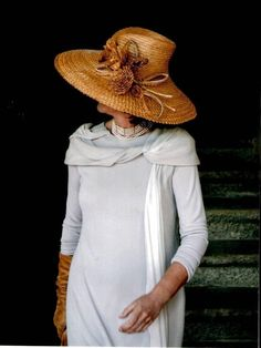 Madres y madrinas my lovely wedding day Wearing A Tuxedo, Love Hat, Facon, Hats For Women, Mother Of The Bride, Wedding Styles, Ideias Fashion, Dress Up, My Style