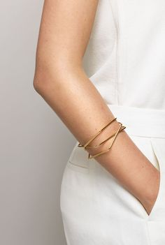 simple gold bangles & an all-white look #style #fashion #jewelry
