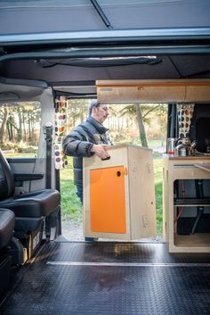 Lift out cooking pod More Director of photography and cameraman Rob wanted a camper that would double up as the ideal location vehicle. Bus Camper, Transit Camper, Mini Camper, Van Conversion Layout, Sprinter Van Conversion, Camper Van Conversion Diy, Vw Camper Conversions, Kangoo Camper, T3 Vw