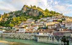 Maar weinig mensen denken aan Albanië. Je weet wel, dat landje naast Griekenland. Maar het is een van Europa's meest waanzinnige top vakantiebestemming. En toch nog steeds onontdekt.