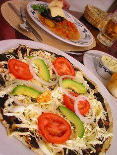 Una delicia en grande!!!Tlayudas, Oaxaca, Mexico.