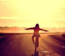 Вдохновляющая картинка красиво, велосипед, бесплатно, девушка, свет. Разрешение: 500x332. Найди картинки на свой вкус!