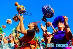 L'Orchestra Voadora: décollage au carnaval de rue de Rio de Janeiro 2016. -  #botafogo #carnaval #carnavalriodejaneiro #fete #flamengo #musical #musique #reportageriodejaneiro #riodejaneiro #rythme #soleil #spectacle #spectateurs
