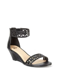 http://www.penningtons.com/fr/sandales-a-semelle-compensee-pieds-larges/753429.html?cgid=Footwear