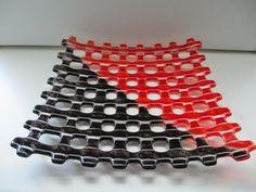 Bullseye lasista ja jauheesta tehty lasilautanen.