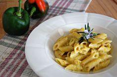 PASTA CON CREMA DI PEPERONI E SPECK ricetta golosa con procedimento tradizionale o con Bimby. Piacerà a tutti in famiglia. Piatto cremoso.