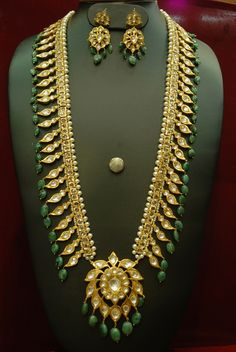 Gold Jewelry Alyza pearls pathani haar in emerald onyx stones - Alyza Pearls Natural Emeralds Pathani Long Haar Made in Bandh Ghat Stones to give you a royal look. Royal Jewelry, Emerald Jewelry, Rose Gold Jewelry, Indian Jewelry, Emerald Necklace, Jewelry Shop, Quartz Jewelry, Chain Jewelry, Gold Earrings
