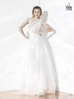 アクア・グラツィエがセレクトした、YOLAN CRIS(ヨーラン クリス)のウェディングドレス、YC021をご紹介いたします。