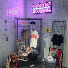 #MISCHIEF X #LIFUL #liful10thanni #라이풀 #MSCHF(호림아트센터에서) Boutique Interior, Clothing Store Interior, Shop Interior Design, Shop Window Displays, Store Displays, Studio Loft, Cafe Concept, Backdrop Design, Retail Store Design