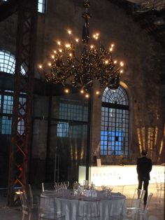 Vetro Artistico® Murano dresses the halls of the events for America's Cup with stunning chandeliers