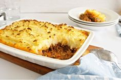 Expand your weeknight repertoire with these delicious beef mince recipes including Mum's classic meatloaf, creamy cottage pie, Aussie beef rissoles and more. Minced Beef Recipes, Mince Recipes, Cooking Recipes, Good Food, Yummy Food, Tasty, Cottage Pie, Carne Picada, Gastronomia