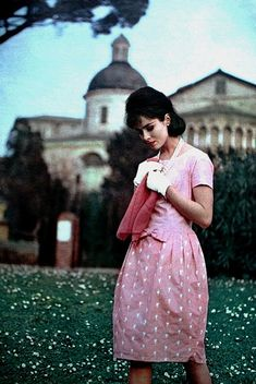 Les petites robes charmantes, model Sondra Peterson photographed by Yurek in Rome, Marie Claire (France) May 1961 Sixties Fashion, 60 Fashion, Fashion Show, Vintage Fashion, Vintage Beauty, Vintage Pink, Vintage Style, 1960s Style, Vintage Wear