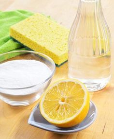 How to Do the Spring Cleaning with Natural Cleaners Natural Cleaning Solutions, Natural Cleaning Recipes, Homemade Cleaning Products, Natural Cleaning Products, Cleaning Tips, Cleaning Caddy, Cleaning Supplies, Cleaners Homemade, Diy Cleaners