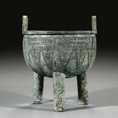 An archaic bronze ritual food vessel, ding, Late Shang dynasty (c. 1600 BC–c. 1046 BC)