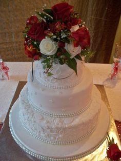 EMBOSSED 3 TIER WEDDING CAKE WITH FRESH FLOWER POSIE www.frescofoods.co.nz fresco@woosh.co.nz