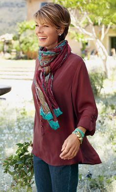 This tunic looks easy to wear. The scarf makes the look. I'm not sure I would be able to keep the scarf.