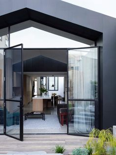 Port Melbourne House by Pandolfini Architects | est living