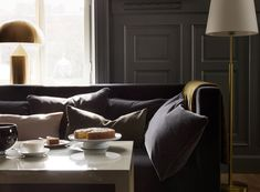 Luxury hotel interiors of the Ett Hem Hotel Stockholm designed by Ilse Crawford Living Room Modern, Home Living Room, Table Commune, Hotel Stockholm, Stockholm Sweden, Grands Salons, Hotel Interiors, Design Studio, Furniture Layout