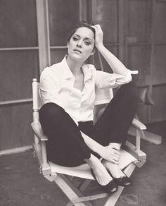 Marion Cotillard. Timeless fashion.