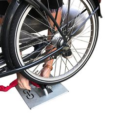 Vastzetvoorziening, speciaal ontwikkeld voor bakfietsen en scooters! Scooters, Hot Wheels, Bicycle, Vehicles, Bike, Bicycle Kick, Motor Scooters, Bicycles, Car