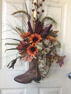 Antler Crafts, Horseshoe Crafts, Cowboy Boot Crafts, Western Crafts, Western Decor, Wreath Crafts, Diy Wreath, Deco Mesh Wreaths, Fall Wreaths