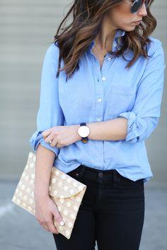 Kayu clutch, blue shirt, dark blue jeans | Kuvertväska, blå skjorta, mörkblå jeans