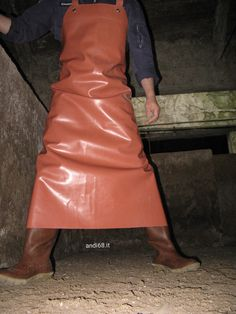 Pvc Apron, Rubber Gloves, Plastic Pants, Aprons, Latex, Leather Skirt, Patterns, Skirts, How To Wear