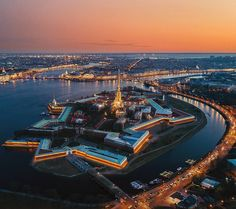 Петропавловская крепость. Санкт-Петербург.   Автор фото: Михаил Зефиров (Zefirovm).