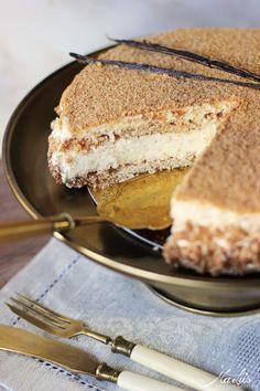 Dies ist eine Torte für Vanille Liebhaber! Sie ist so zartknusprig, mit einer unglaublich aromatischenVanillecreme, dass mir schon wieder beim Gedanken daran, das Wasser im Mund zusammen läuft. Na…