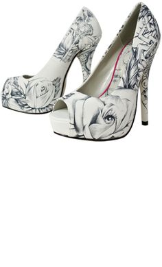 its the newest fashion out #whiteandblack 2006 http://www.shoedazzle.com/stylist_surveys/registrations#412