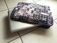 Pochette pour ordinateur Diy Pochette, Mug Rugs, Zip Around Wallet, Lunch Box, Abs, Sewing, Crochet, Crafts, Ankara