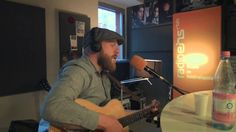 """Alex Clare   """"War rages on""""   solo acoustic  @ radioeins"""