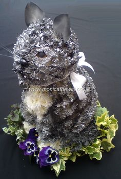 Cat Funeral Flowers Monica F Hewitt Florist Sheffield. Make it an orange cat. Arrangements Funéraires, Funeral Floral Arrangements, Unique Flower Arrangements, Unique Flowers, Beautiful Flowers, Cemetery Decorations, Funeral Tributes, Cemetery Flowers, Funeral Memorial