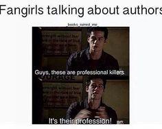 """Fangirls falando de escritores: """"Pessoal, eles são assassinos profissionais, é a profissão deles!"""""""