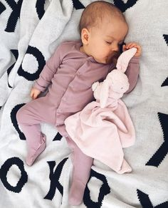 Newborn baby Pajamas keep your infant warm for sleep and bedtime snuggles! Buy your favored design, like footie p j's and classy pajama sets. Cute Little Baby, Lil Baby, Baby Kind, My Baby Girl, Baby Girl Newborn, The Babys, Cute Kids, Cute Babies, Bebe Love