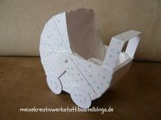 A homemade pram for childbirth with instructions - babywagen papier - Autos Easy Crafts To Sell, Diy And Crafts, 3d Paper Projects, Paper Crafts, Papier Kind, Newborn Essentials, Baby Carriage, Explosion Box, Doll Furniture