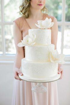 Pfirsich und Blush – eine anmutige Farbkombination für romantische Sommerhochzeiten @Theresa Povilonis Photography http://www.hochzeitswahn.de/inspirationsideen/pfirsich-und-blush-eine-anmutige-farbkombination-fuer-romantische-sommerhochzeiten/ #wedding #mariage #cake