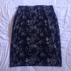 Printed skirt 95%Polyester 5% Spandex Black skirt with Grey&White pattern on it. Great for work or a night out. ( excellent condition) no zipper just elastic waist Maurices Skirts Pencil