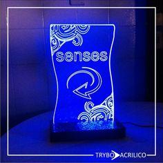 Espositor para Skol Senses. Acrilico Cristal, LED azul e base em acrílico preto.