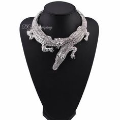 Silver+Crocodile+Shaped+Collar+Choker+Necklace+For+Women      Item+Type:+Necklaces    Style:+Trendy    Necklace+Type:+Chokers+Necklaces    Gender:+Women    Material:+Metal    Chain+Type:+Link+Chain    Length:+45cm    Metals+Type:+Zinc+Alloy