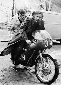 Writers Hannu Salama and Pekka Kejonen. Photo by Hannu Leskinen. Salama, Black And White Pictures, Finland, Nostalgia, The Past, Creatures, History, Books, Writers