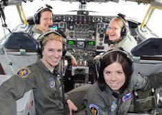 """All Female KC 135 Aircrew, USAF--Brains, beauty and awesome skills. What they don't call it a """"Cockpit"""" anymore. Female Pilot, Female Soldier, Military Women, Military History, Aviators Women, Fighter Pilot, Us Air Force, Badass Women, Women In History"""