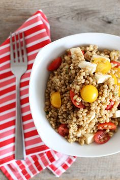 Tomato and Mozzerella Barley Salad | 31 Easy Dinners With No Meat To Make In 2015