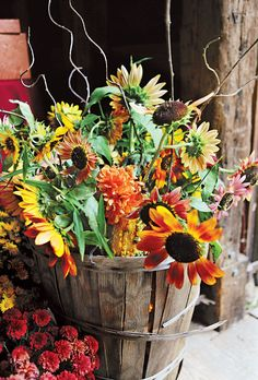 Barrels filled with dahlias and sunflowers were placed near the barn doors. Jose Reyes Photography.