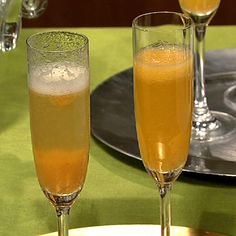 Clinton Kelly Peach Bellini (with *Raspberry Swirl option) *top with an oz. of berry liquor Chamboard or Raz-a-ma-taz