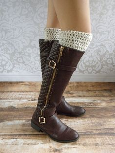 Boot Cuffs - Boot Socks - Leg Warmers - Ivory Tweed - Black - Brown These boot cuffs are made in a simple pattern to add a little flair to any