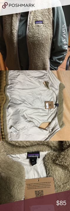 Patagonia Women's Los Gatos Fleece Vest XL This is a brand new Patagonia Women's Los Gatos Fleece Vest in El Cap Khaki. It is a brand new Christmas present from my Aunt but I already have one in this color! Awesome product with guaranteed quick delivery! It is a Women's XL Patagonia Jackets & Coats Vests